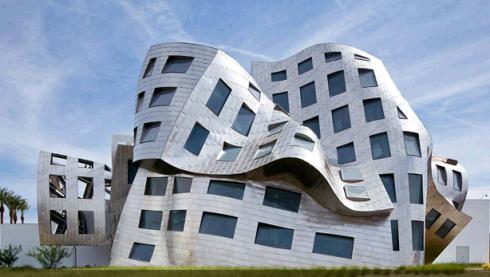No es una broma de mal gusto, es la Clínica Alzheimer, de Frank Gehry