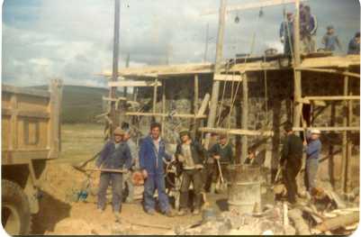 Ferreras de Abajo (Zamora). Trabajos comunales para la construcción del puesto de la Cruz Roja