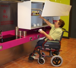 Cocina adaptada para una mayor autonomía personal. Foto: Carpintería Arguti (http://www.arguti.com)